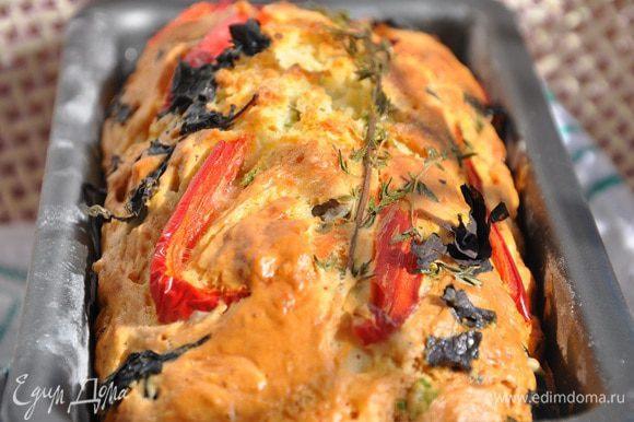 Выпекайте в предварительно нагретой до 180 гр. С духовке, примерно 45 минут. Хлебушек хорошо поднимется, проверяйте готовность шпажкой, она должна оставаться сухой.