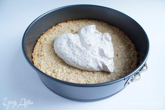 Начинку выложить на песочно-ореховую основу и убрать в холодильник на ночь. Перед подачей посыпать какао-порошком. Приятного аппетита!!!