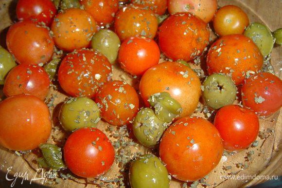 поливаем оливковым маслом, солим и перчим по вкусу,