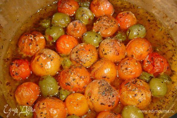 а затем отправляем в духовку и запекаем при температуре 180 гр. до готовности помидор (когда они пустят сок), минут 15.