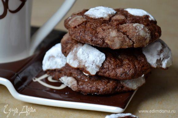"""Получается ОЧЕНЬ вкусное, шоколадное печенье! С солоноватым привкусом... (для тех, кого не пугает такой вкусовой контраст!) Рекомендую Вам делать сразу двойную порцию - печенье расходится """"на ура""""! )))"""