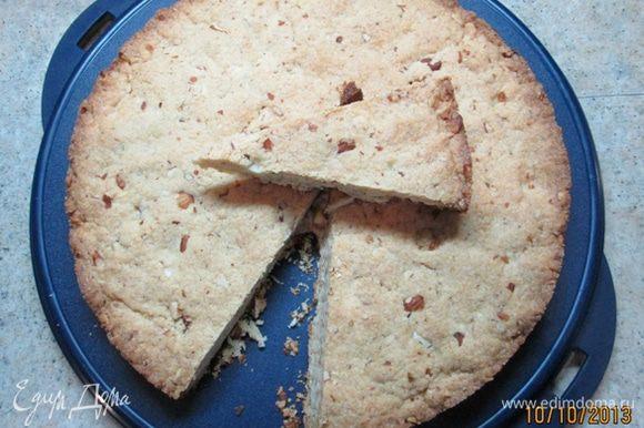 Оставить в форме на 10 мин., затем остудить на решетке. Ароматный пирог может храниться несколько дней.