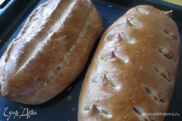 Ставим в разогретую до 180 гр. духовку на 35 минут. Достаем и еще горячие хлеба смазываем сливочным маслом