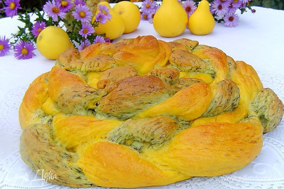 Готовый хлеб заворачиваем в полотенце и так даем ему остыть.