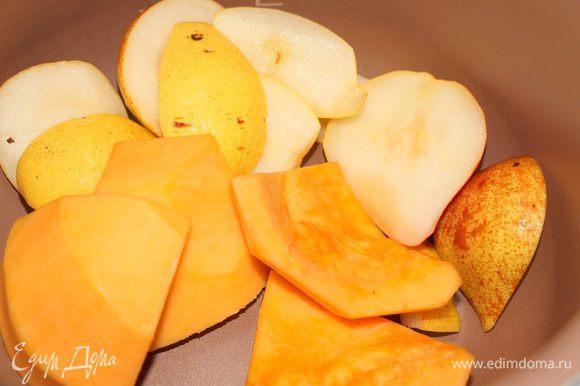 Кусочки тыквы и груши запекаем в духовке около 20 минут при 190 градусах. Я приготовила в мультиварке на режиме выпечка при 150 градусах, 30 минут.
