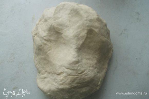 Затем имбирь и остальную муку, замесить эластичное тесто.