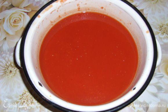 Сам сок закипятить в кастрюле, убрать пену, добавить соль и сахар по вкусу. Кто как любит. Сок готов его можно пить, но для длительного хранения, разлейте в стерильные банки и простерилизуйте 5-7 минут в кипящей воде. Закатать стерильными, прокипячёными крышками.