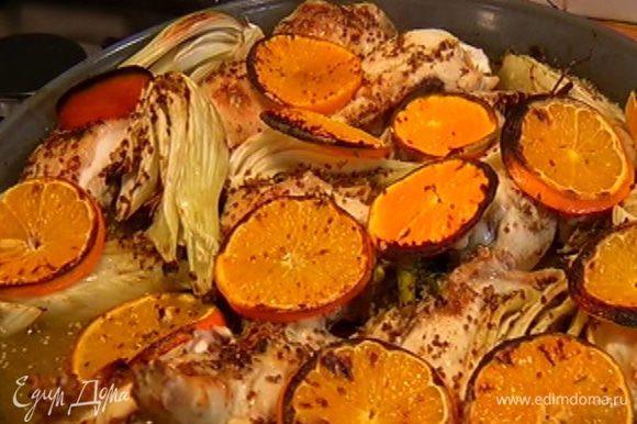 Полить цыпленка образовавшимся соком, включить в духовке гриль и запекать еще 10 минут.
