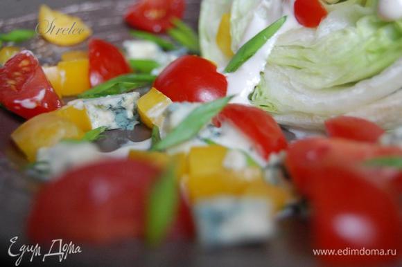 Салат айсберг, полить соусом. Рядом выложить Черри, перец, лук и сыр. Приятного аппетита!