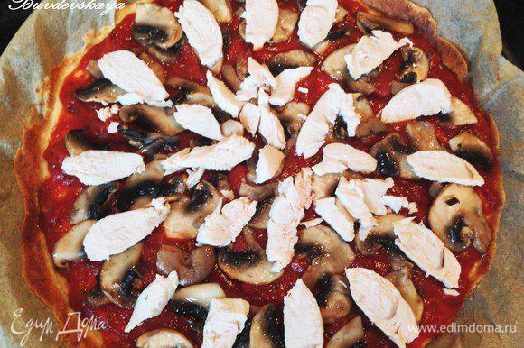 Достать основу для пиццы из духовки, смазать томатным соусом. Сверху выложить грибы, обжаренные в небольшом количестве растительного масла, курицу, нарезанную ломтиками. Поперчить, посыпать прованскими травами. Сверху выложить натертый сыр и отправить запекаться в духовку минут на 7 , пока не расплавится сыр. Подавать горячей. ENJOY !