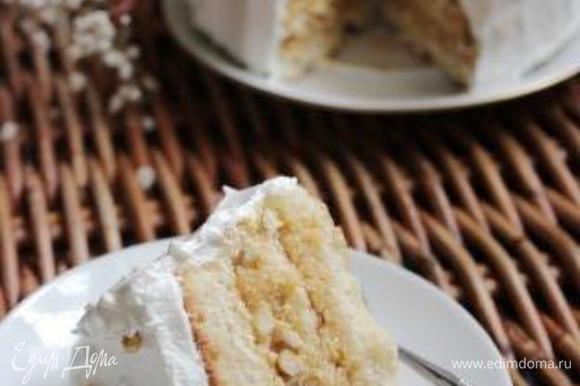Смазать торт глазурью, украсить сахарными шариками или засахаренными фруктами. Приятного чаепития!