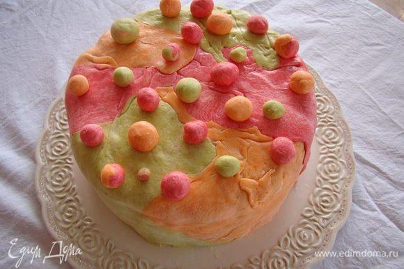 Раскатать мастику, обернуть торт, разгладить. Приятного аппетита!