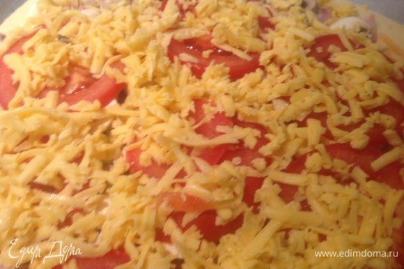 Посыпать тертым сыром. Готовить в духовке 25-30 минут