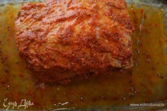 Затем раскройте фольгу и дайте мясу зарумяниться еще 10-15 минут.