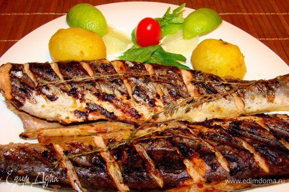 Такую рыбку скушали с огромным удовольствием и те, кто имбирь не очень жалует с рыбой)) и те, кто соевый соус недолюбливает))) Судите сами!