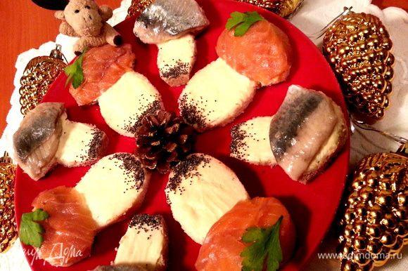 """Селёдочные бутерброды чередуем с """"грибочками"""" с благородной рыбкой...,кому что нравится - то и выбирает)))"""