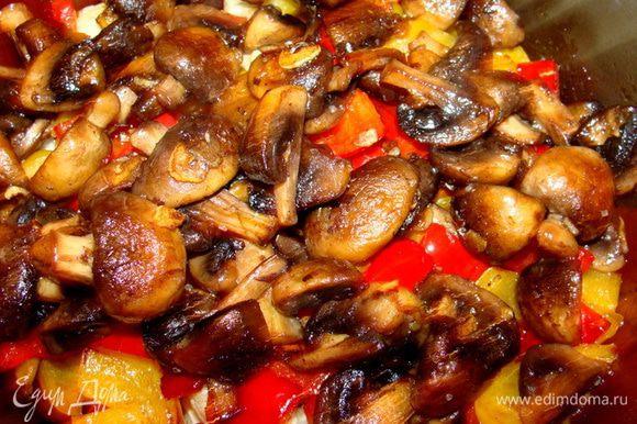 Обжарить с чесноком, солью и черным перцем.