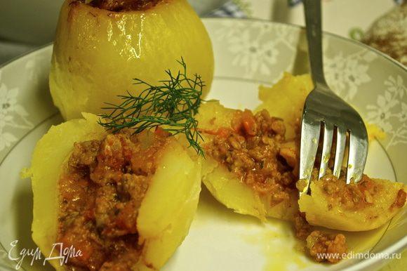 Разрезать картошку пополам... И..... BUON APPETITO!!! )))))