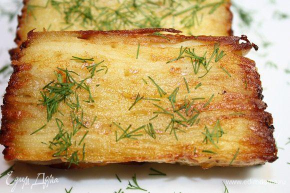 Слоеный картофель можно подавать как гарнир, и как самостоятельное блюдо. Приятного аппетита!!!