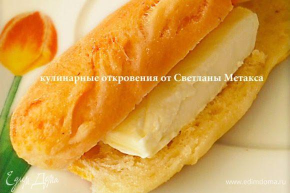 Можно в тесто добавлять всевозможные специи на Ваш вкус, это придаст палочкам более пикантный вкус. Готовые палочки можно разрезать поперек, положить в серединку кусочек сливочного масла и с удовольствием позавтракать.