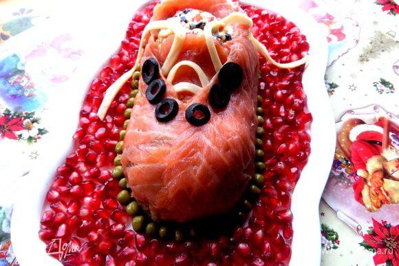 Храним башмак в холодильнике до прихода гостей! Можно накрыть плёнкой,чтобы рыбка не обветрилась)))