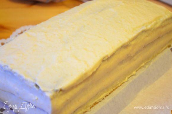 Итак поступаем с другими двумя коржами.Затем весь торт обмазываем оставшимся муссом. (Можно и не обмазывать).