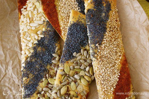 """Кстати, когда у увидела впервые эти закусочные """"трюфели"""", я вспомнила про оригинальные, яркие вкусные хлебцы """"Уголок Франции"""" от Вики (Ла Ванда) http://www.edimdoma.ru/retsepty/52679-hlebtsy-ugolok-frantsii Делаются просто и быстро. И смотрятся очень празднично и эффектно на столе!"""