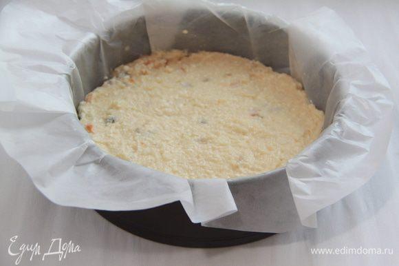 Массу выложить в форму, застеленную бумагой (бумагу смазать сливочным маслом). Выпекать при 180*С 40-60 минут. Верх пирога должен стать румяным, золотистым.