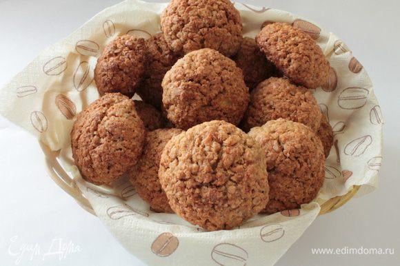 А это овсяное печенье от Анечки радуга http://www.edimdoma.ru/retsepty/61056-ovsyanoe-pechenie-s-yablokami-i-orehami. Оно очень вкусное, рекомендую!