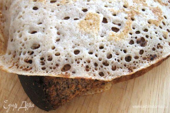 В старину мужик ломоть хлеба в блин заворачивал, чтобы сытнее было.