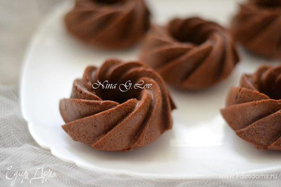 Маффины получаются не сухими,слегка влажноватыми внутри ,мега шоколадными,не приторными,в общем очень приятными на вкус.