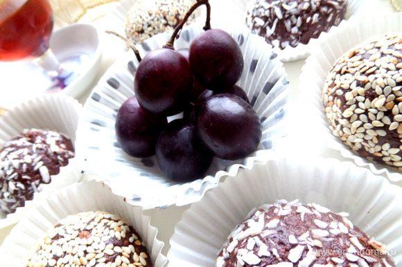 Всё,можно подавать))) Оставшийся виноград дополнит картину)))
