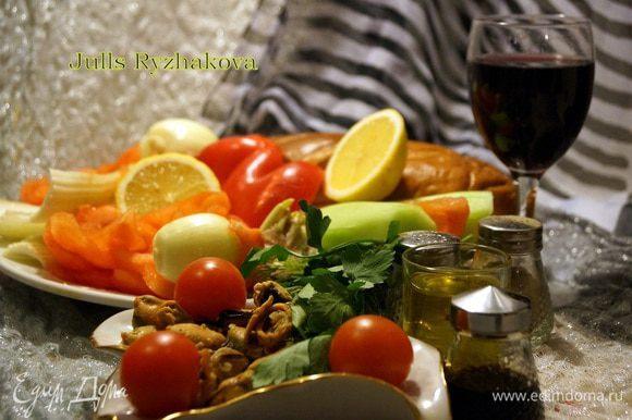 Помыть и осушить овощи.