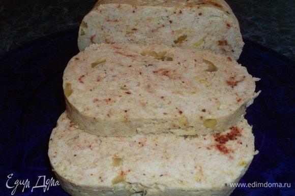 Готовую колбаску остудить полостью под небольшим прессом. Я использовала тарелку тяжелую. Очень хорошо режется, но главное не тяряет форму и намного полезнее покупной.