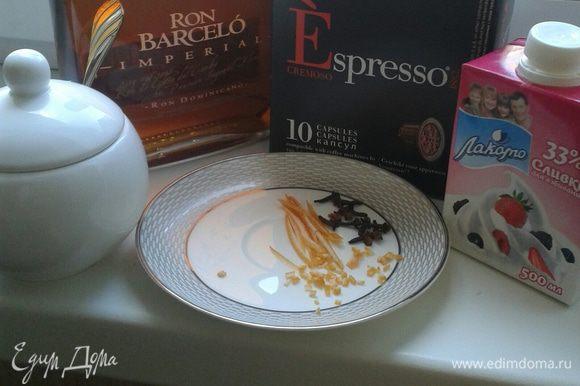 Кофе готовим в кофемашине, согласно вашей инструкции. Добавляем одну чайную ложку коричневого сахара и одну гвоздику, тертую цедру апельсина и немного рома. Сверху выложить взбитые сливки на кончике ножа молотый мускатный орех.