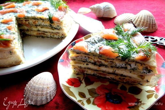 Тортик не маленький,поэтому всем хватит по кусочку и даже заскочившему гостю)))