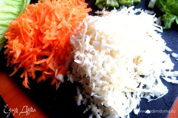 Сельдерей с морковкой натереть на средней тёрке.