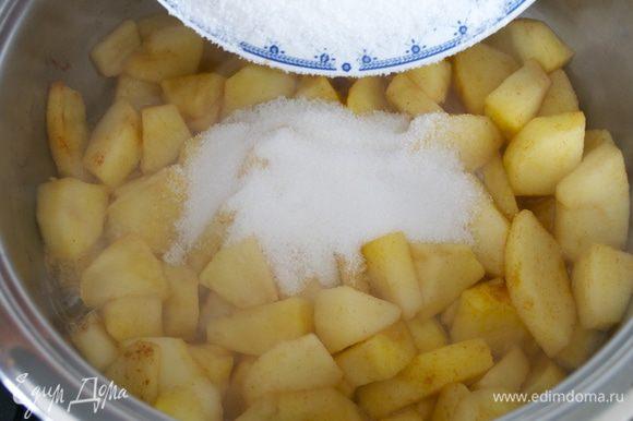 Добавьте сахар и готовьте еще 5 минут.