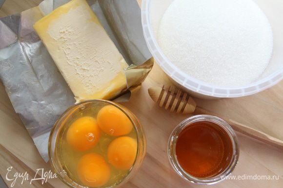 Готовим коржи. Подготовить ингредиенты. При готовке коржей миксер не понадобится, только венчик и руки!
