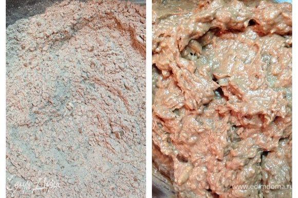 Смешать в отдельной миске муку, разрыхлитель, какао и 50 грамм кокосовой стружки. Соединить обе массы и перемешать.