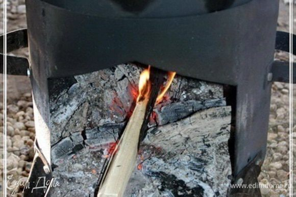 Огонь. Как только вода забулькает, то огонь должен стать очень маленьким. Зирвак кипеть не должен ни в коем случае. Допускается только, чтобы иногда взбулькивало.