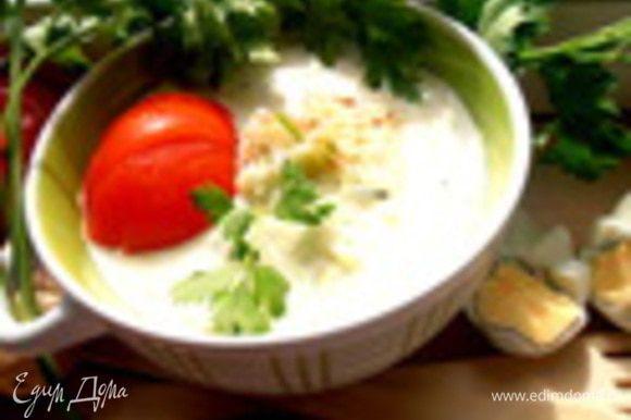 А здесь огуречный прохладный суп на кефире: http://www.edimdoma.ru/retsepty/55155-oblegchennyy-ogurechnyy-supchik-holodnye-supy