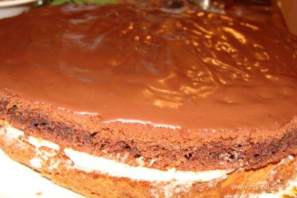 Кладем сверху апельсинового. Смазываем растопленным шоколадом 30 г смешанным с вареной сгущенкой 2 ст.л