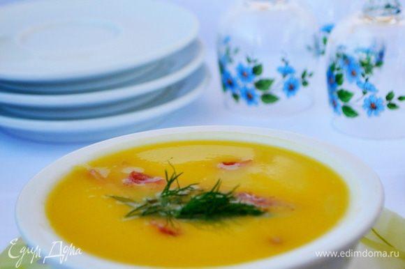 В порционную тарелку налить суп,сверху положить ветчину,украсить зеленью,подавать немедленно! Приятного аппетита!