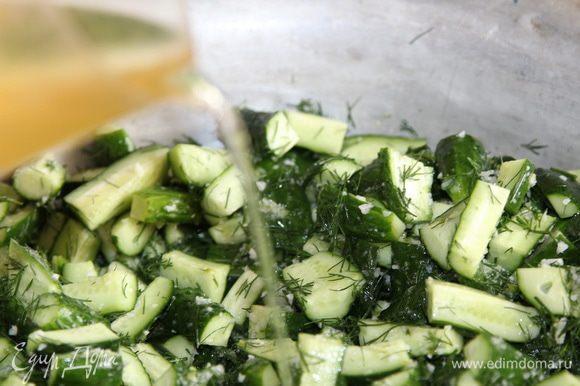 Хорошо вымешиваем и добавляем масло растительное.