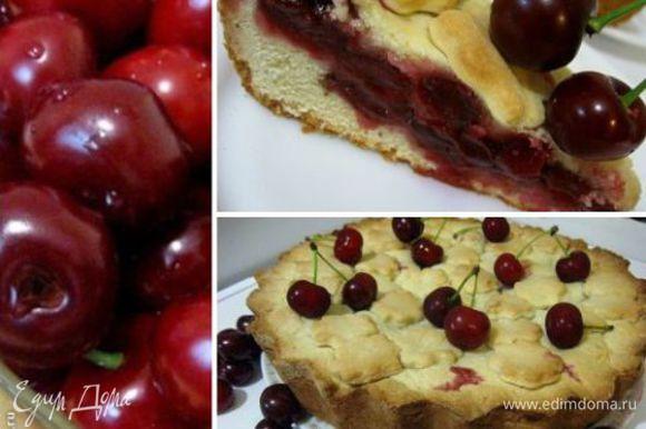Выпекайте пирог в разогретой духовке 1 час, при температуре 180 градусов. Перед подачей хорошо охладите пирог, и только затем режьте. Приятного аппетита!