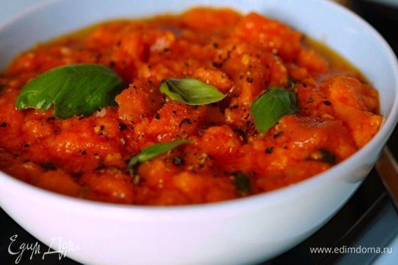 """А еще к Томатному конкурсу хотела выложить рецепт известного тосканского томатного супа... Но, нашла уже существующий на сайте просто замечательный рецепт этого супа у Катюши http://www.edimdoma.ru/retsepty/45998-pappa-al-pomodoro-tomatnyy-sup-s-hlebom - """"Паппа аль помидоро""""! ))) Очень всем советую его попробовать! Готовила свой томатный суп немного иначе, но Катин вариант понравился за счет обогащения его вкуса заправкой из маслин и чеснока!!! ЭТО очень ВКУСНО! Рекомендую! Кстати, именно этому представителю итальянской кухни посвящена известная в Италии песенка """"Viva la pappa col pomodoro"""" (1964 г). Нам она больше известна как песня про....макароны! """"Люблю я макароны..."""" (мелодия была сохранена, а текст изменен!) В Советском Союзе ее впервые исполнил в 1968 г. Эмиль Горовец... Ну, а в наше время все нам она больше знакома в исполнении А.Макаревича! ;))"""