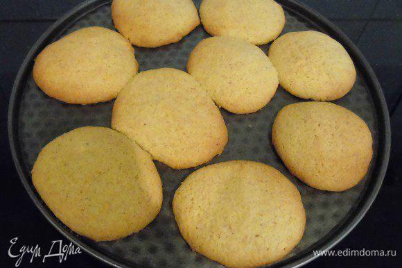 Из готового теста сформулировать печенье какого хотите вида и выпекать 180* 15-20 минут.