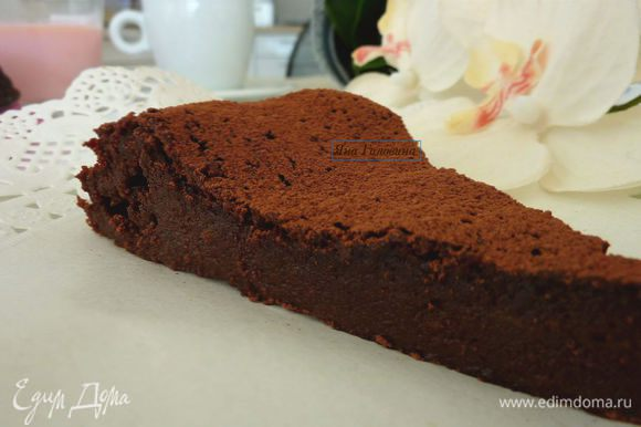 Посыпать какао или украсить по желанию. Очень вкусно поддавать с взбитыми сливками или ванильным мороженым с клубникой.