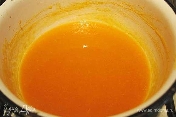 АБРИКОСОВОЕ КУЛИ (желе). Замочить желатин на 10 минут. Абрикосы очищаем от кожицы и пюрируем. К абрикосовому пюре добавляем сахар и прогреваем до 80 - 90 градусов. К горячему пюре добавляем распущенный желатин и растворяем его. Снимаем с огня и даем остыть до комнатной температуры.